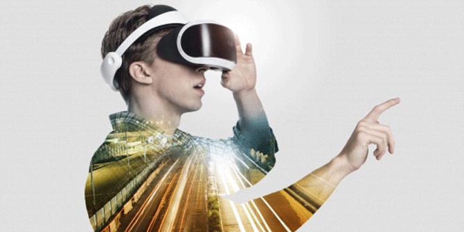 VRゲームをスクールで学ぶ