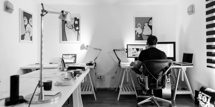 白黒 仕事 パソコン