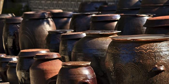 並べられた壺