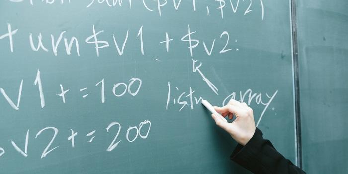 黒板と数式