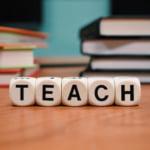 教師になるには資格は必須