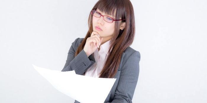 失敗しない就職先の選び方を伝える女性